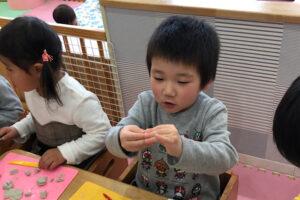 粘土をする子どもたち8